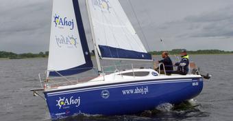 Test jachtu żaglowego Maxus 28: ideał w ofercie czarteru jachtów na Mazurach?